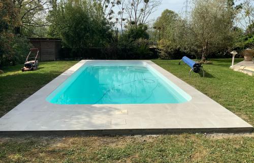 Rénovation d'une plage de piscine à Lons La Maison Des Travaux de Pau